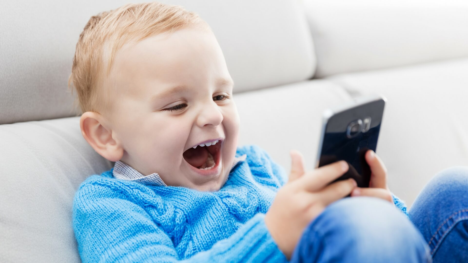Smartphones and Children - A Solid Start 5 Star Childcare